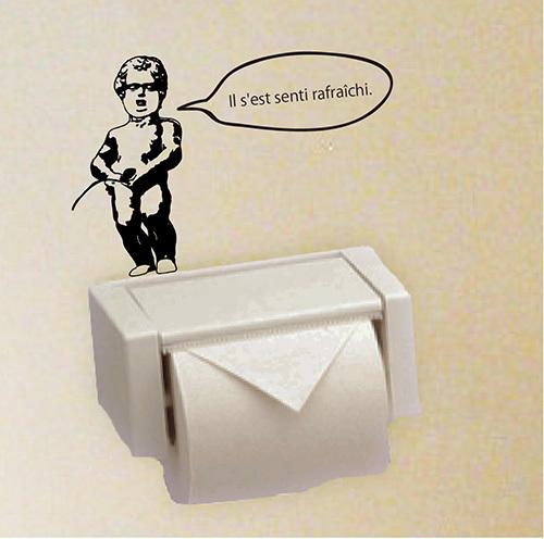 トイレのペーパーホルダーをおしゃれにアレンジできる小便小僧ウォールステッカー