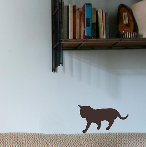 歩いてる姿が愛らしいネコのシルエットウォールステッカー