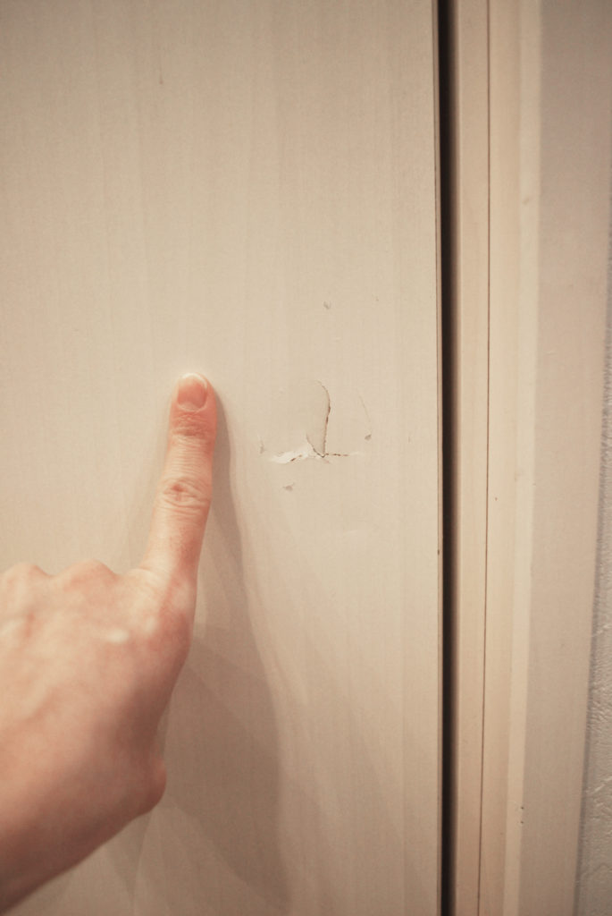 壁に穴をあけてしまったのをきれいに修復したい