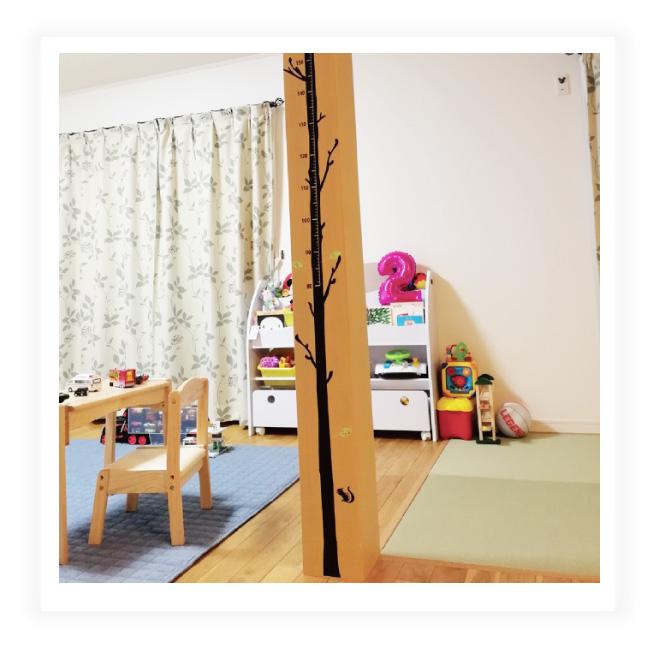 柱に貼れる細い木の身長計ウォールステッカー